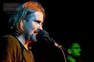 Maciej Wasio na koncercie w klubie Pod Minogą